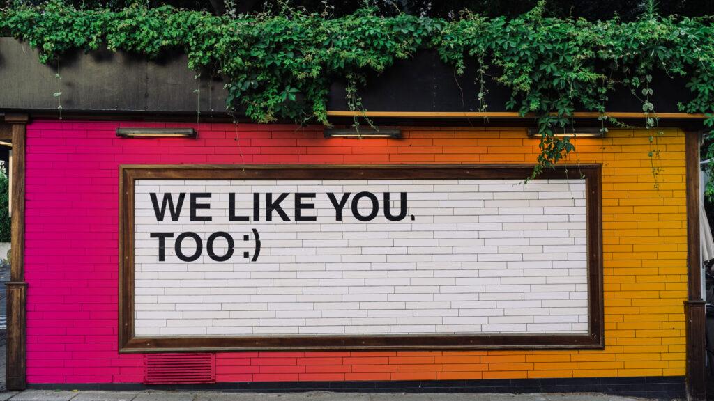"""cartellone pubblicitario """"piaci anche a noi"""""""